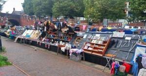 safe_image7LZ8J9ZX Floating boat market!