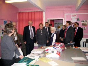 Gov Minister Nick Raynsford 2003-4 2nd Craft class Ashmore Park Community Centre