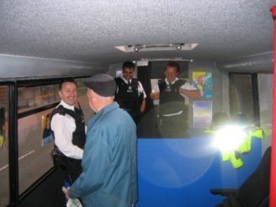 IMG_0394.JPG Chatting police