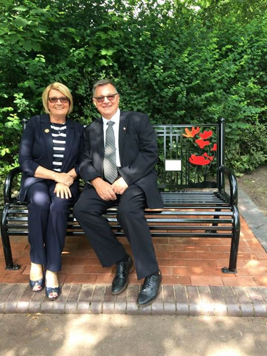 mary and phil bench34162130_10215357593906610_5388931531131584512_n